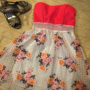 Dresses & Skirts - Bright colored coral/floral Strapless dress.